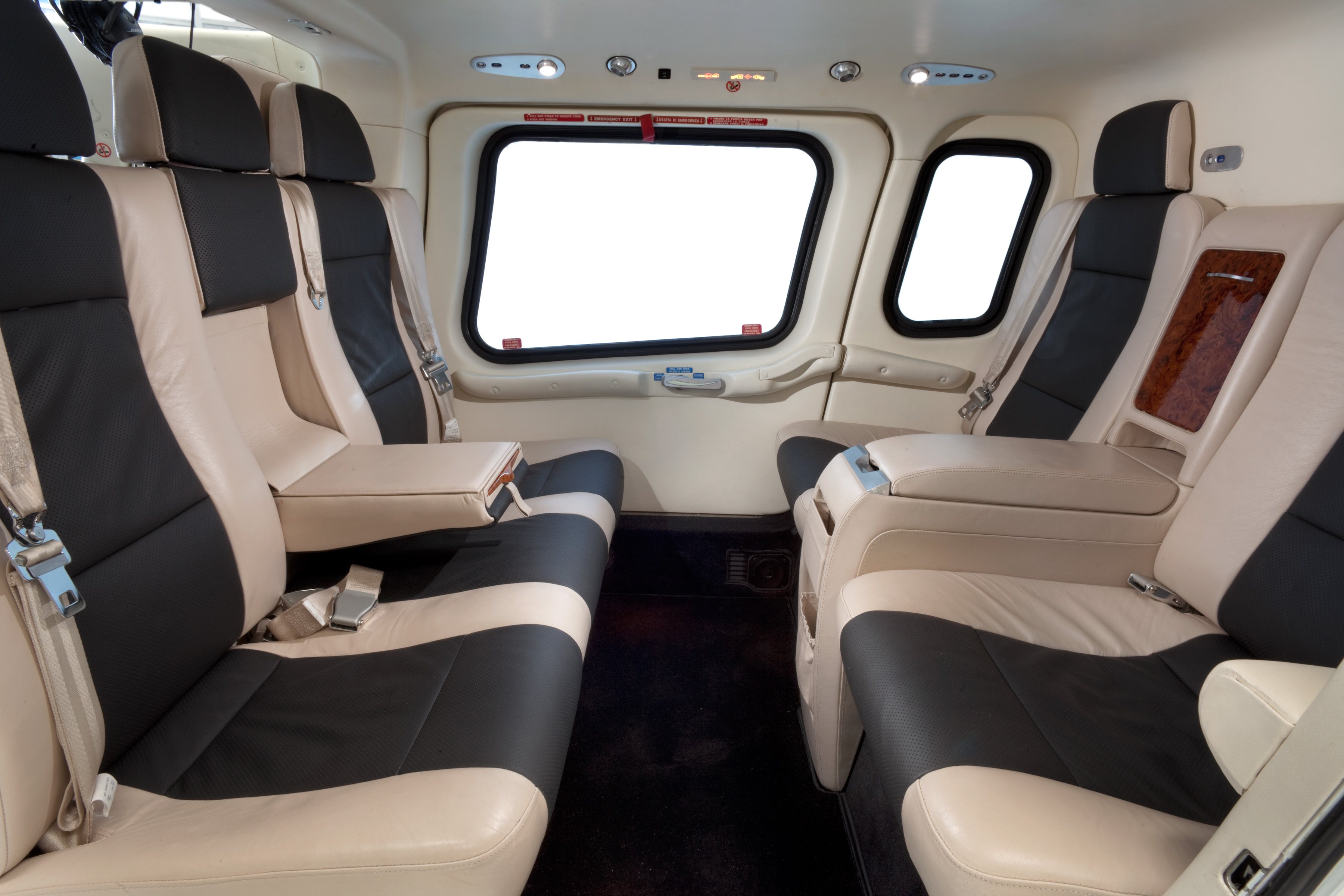 Agusta a109 power elite vip helicopter helicopter for Helicoptere interieur